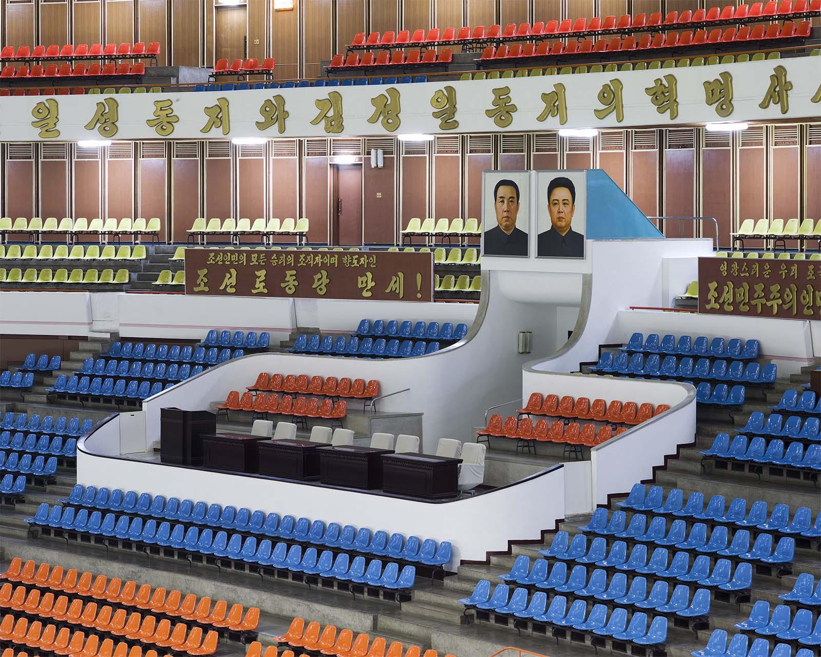 Ehrentribüne der Eissporthalle
