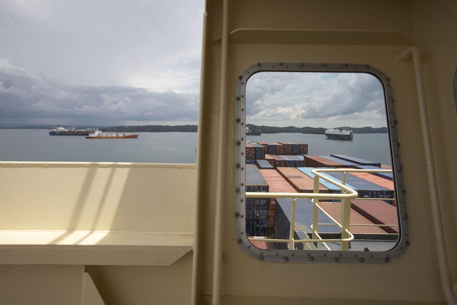 Frachtschiffe im Panamakanal