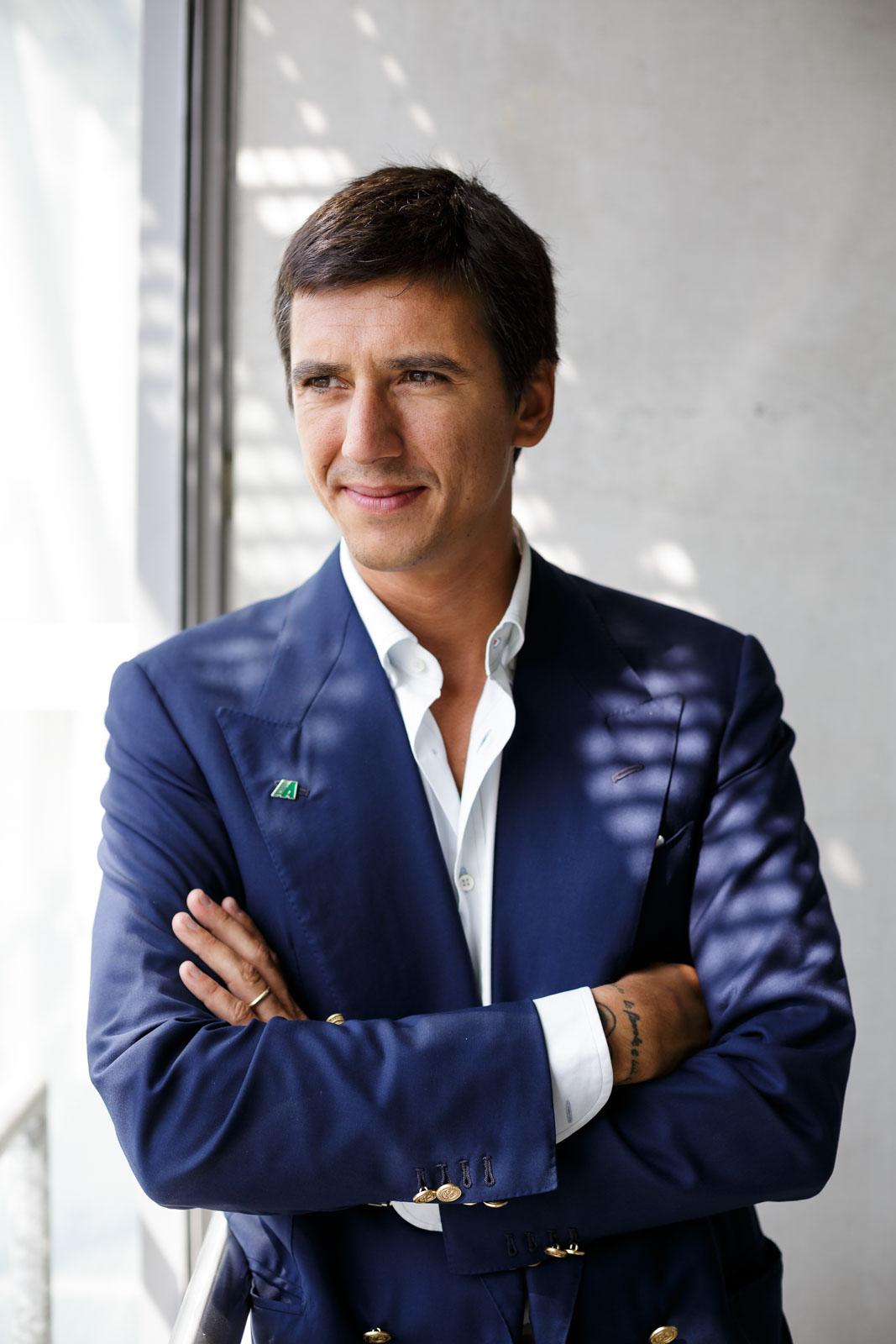 Eugenio Amos, Rennfahrer und Unternehmer