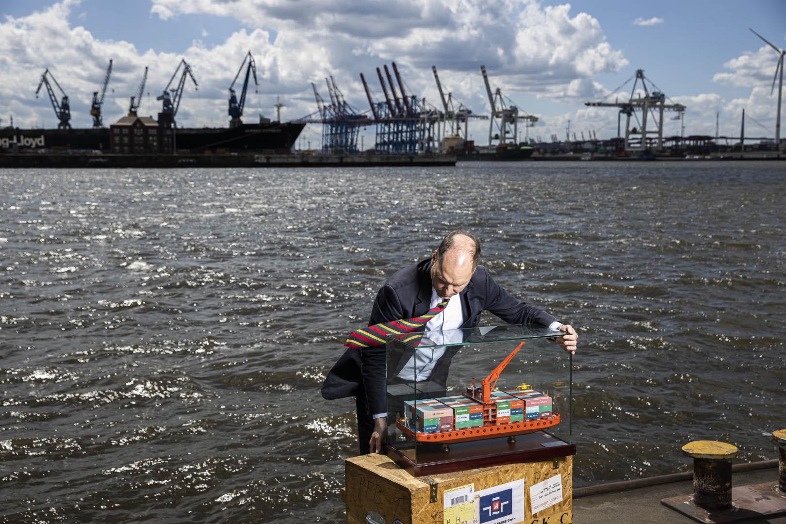 Ulrich Malchow, Port Feeder Barge