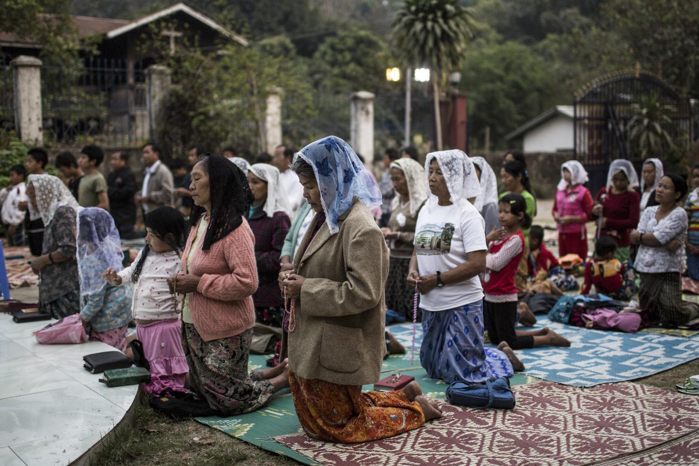 Praying women at the Sunday-mess