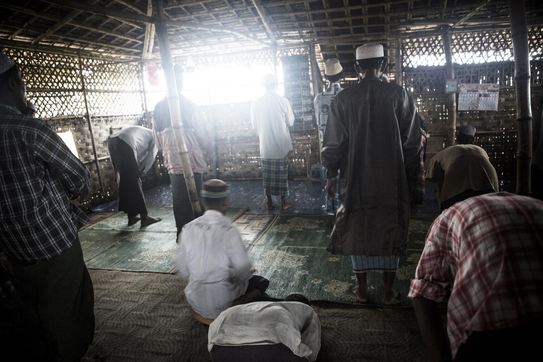 Moslem man praying in a IDP refugee camp