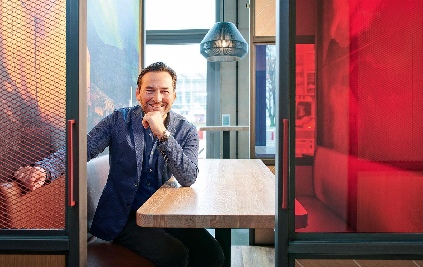 Portrait von Oskar Kann, CO-Geschäftsführer von Schulz Hotels