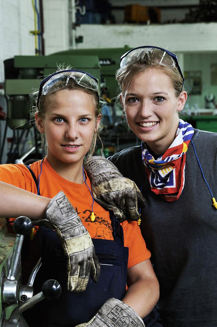 Logistik- und Wirtschaftsingeneur- Studentinnen