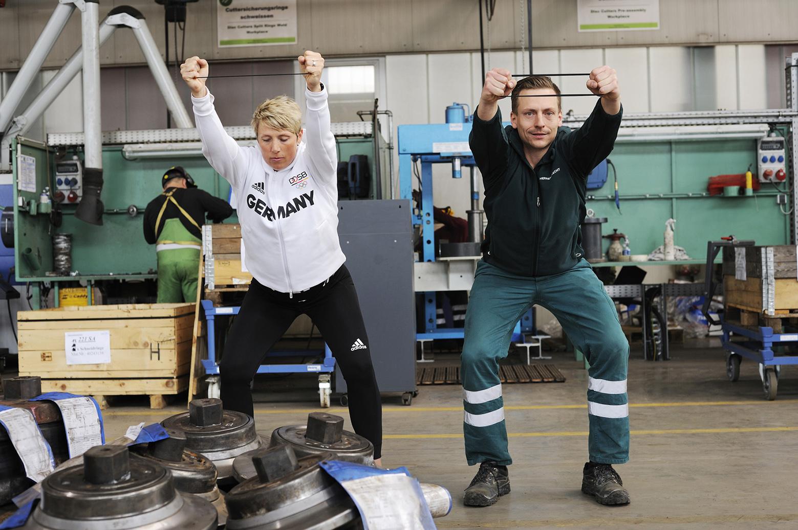 Fitnessübungen mit Speerwerferin Christina Obergföll
