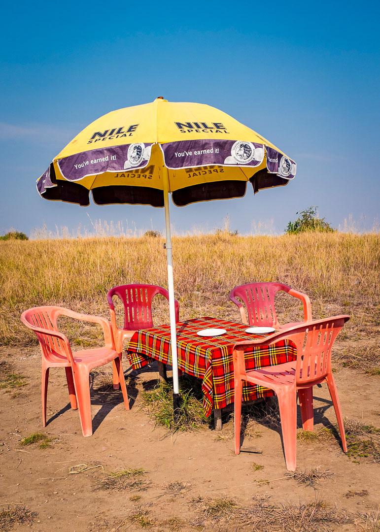 Tisch und Stühle im Queen-Elizabeth-Nationalpark