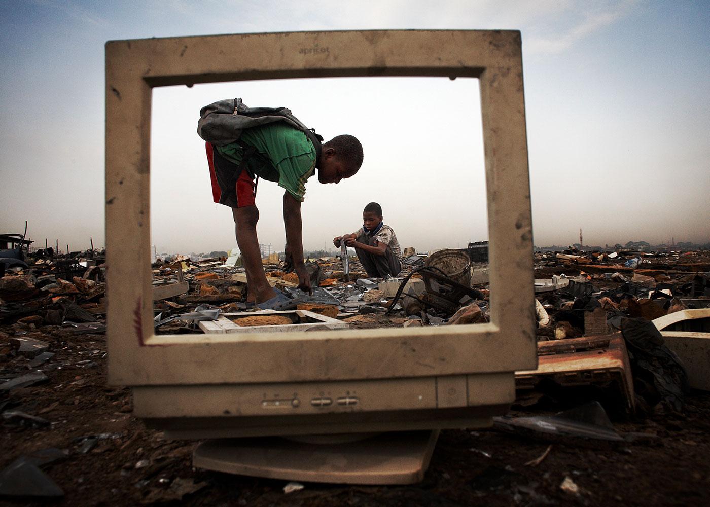 illegal exportierter Elektroschrott in Agbogbloshie, Ghana © Andrew McConnell