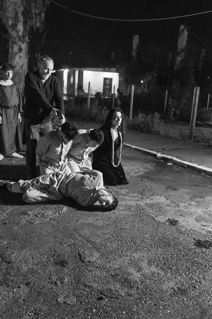Proben und Filmaufnahmen zu Orestes in Mossul. Bert Luppes bei der Erschiessungszene zu Orestes In Mossul, Irak.