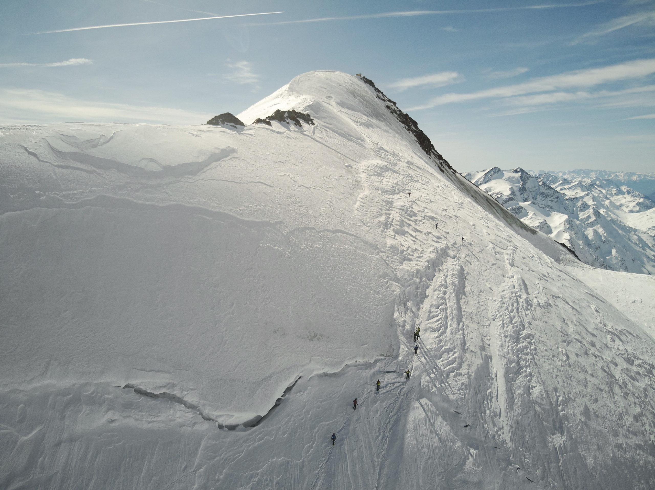 Freie Produktion Skitouren in Südtirol: zwei Väter mit ihren Söhnen