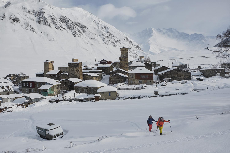 Freeriding und Skitourengehen im georgischen Kaukasus, publiziert 12/2019 im Lufthansa Exlclusive Magazin und 12/2020 im Free Men´s World Magazin. Es gibt Texte von Florian Sanktjohanser