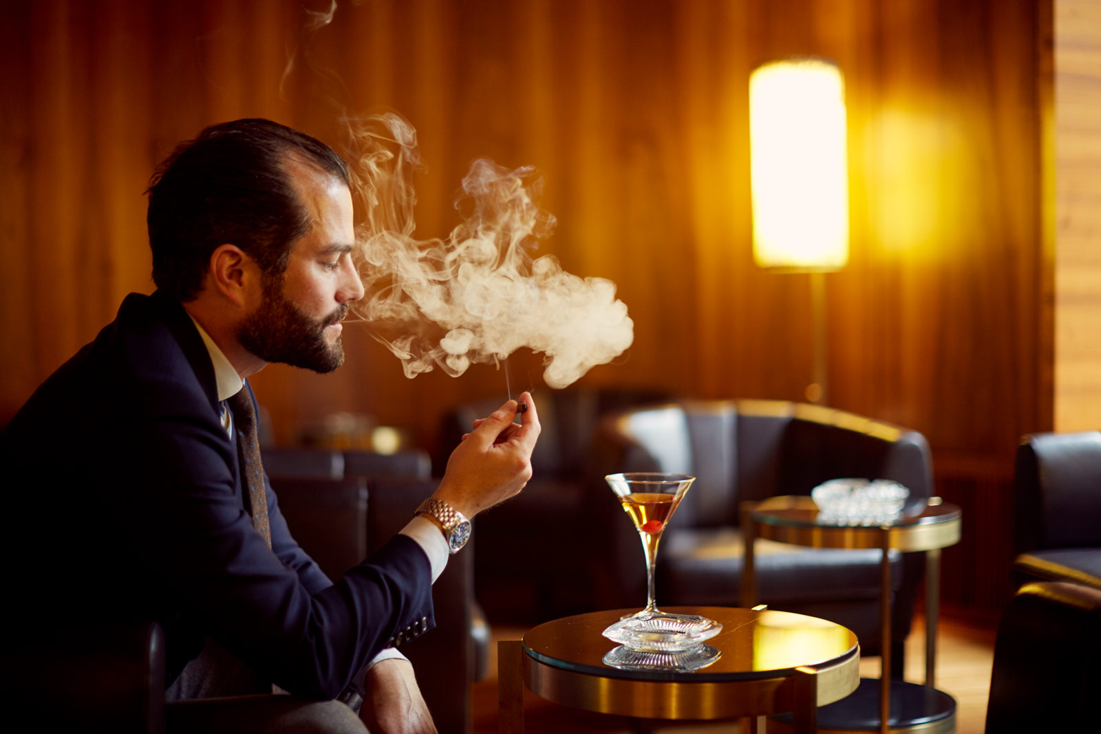 Gast im Fumoir, Waldhaus Sils CH