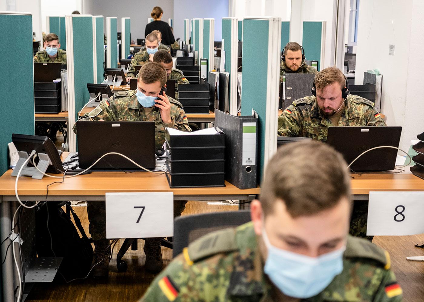 Bundeswehr wird im Gesundheitsamt Frankfurt am Main in die Corona Fallbearbeitung eingewiesen
